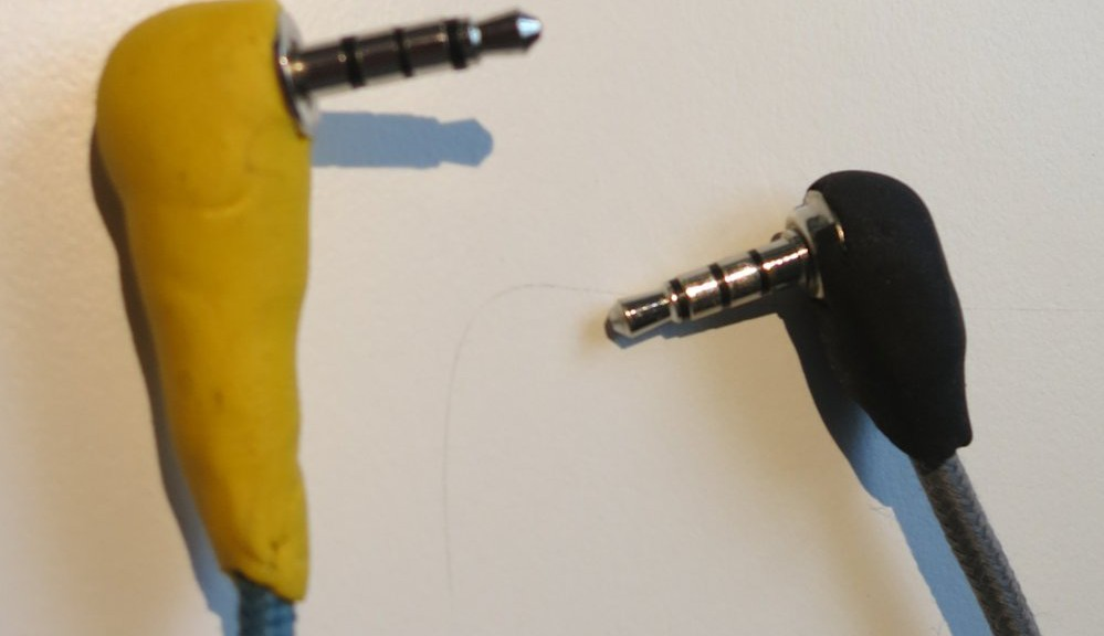So sehen die Stecker mit sugru drauf aus.